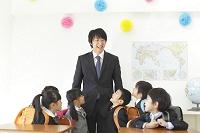 小学校入学の日の教室にて