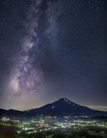山梨県 高指山より望む富士山と天の川