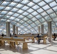 アメリカ合衆国 シカゴ大学 ジョー&リカ・マンスエト図書館