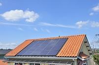 茨城県 屋根の上のソーラーパネル
