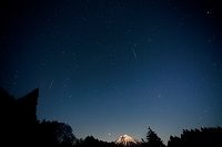 静岡県 富士宮市 田貫湖 富士山とふたご座流星