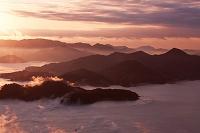 筆影山より朝霧の瀬戸内海