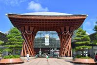 石川県 北陸本線 金沢駅もてなしドームと鼓門