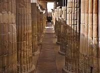 エジプト 階段ピラミッド 柱廊