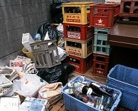 団地内にある資源ゴミ置き場 5月 東京都 府中市