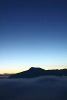 奈良県 雲海湧く黎明ショ-