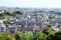沖縄県 水タンクのある街並み