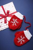 クリスマスカードと手袋