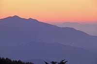 山梨県 八ケ岳富士見平から夜明けの山陵