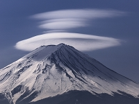山梨県 笠雲と富士山