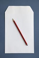 封筒と鉛筆
