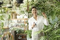 グリーンショップで働く日本人女性