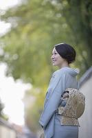 微笑む着物の女性