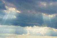 雲の隙間から光
