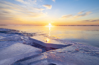 十勝川の河口の氷と日の出