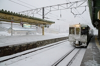雪の浅虫温泉駅 青い森鉄道