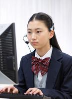 パソコンの授業を受ける女子学生