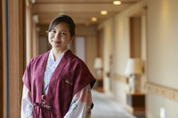 浴衣姿の日本人女性