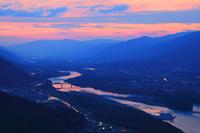 徳島県 つるぎ町 夕焼けで染まる吉野川