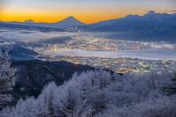 長野県 夜明けの諏訪湖と富士山