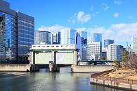 東京都 天王洲運河と品川のビル群