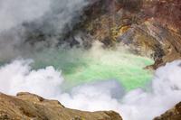 熊本県 阿蘇山火口の湯だまり