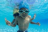 水中の子供