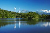秋田県 新田堤と風力発電と鳥海山