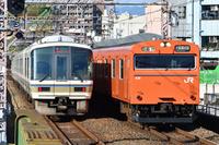 大阪府 大阪環状線 すれ違う221系大和路快速と103系普通電車(...