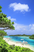 沖縄県 エメラルドグリーンの川平湾