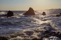三重県 朝の夫婦岩と荒波 二見浦