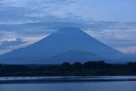 山梨県 精進湖より富士山