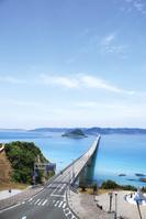 山口県 本土側より望む角島大橋と角島
