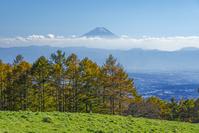 山梨県 八ヶ岳牧場より富士山