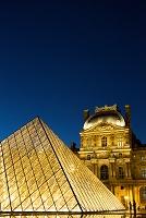 フランス ルーヴル美術館 ガラスのピラミッド