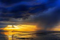 熊本県 荒尾干潟と雨雲