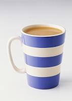 マグカップに入ったお茶