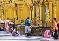 ミャンマー ヤンゴン シュエダゴン・パゴダ 日曜日の祭壇
