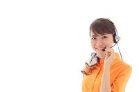 インカムをつけた若い日本人女性