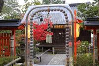 京都府 赤山禅院 正念珠と紅葉と拝殿