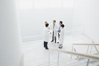 ミーティングをする医師たち