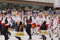ブルガリア カザンラク バラ祭り