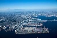 本牧ふ頭より横浜市街地 横浜港と富士山方面
