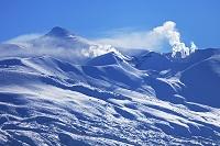 北海道 美瑛町 十勝岳と噴煙