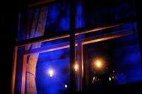 長野県 夕暮れの窓辺とキャンドルスタンド