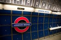 ロンドン ロンドン・ブリッジ駅の駅名標