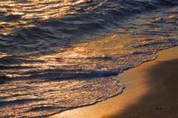 犬吠埼の夜明け 黄金色の波打ち際