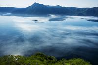 北海道 摩周湖と湖面の日輪