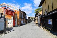 京都府 北野をどり上演時期の上七軒の町並み