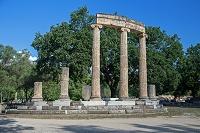 ギリシャ オリンピア 戦勝記念に建てられたイオニア式柱廊のフ...